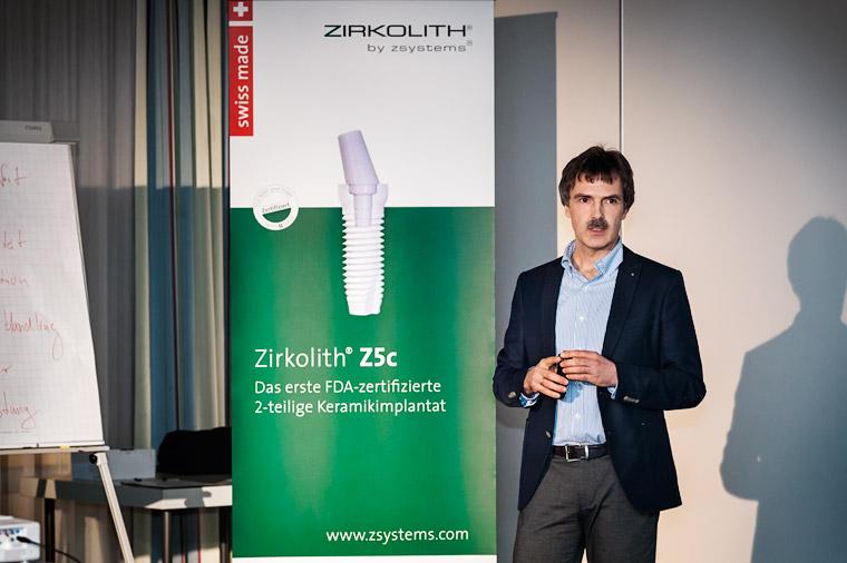 Referent Peter Guntermann - «Keramikimplantate: mit Sicherheit sicher?!». Foto Dietrich Hackenberg