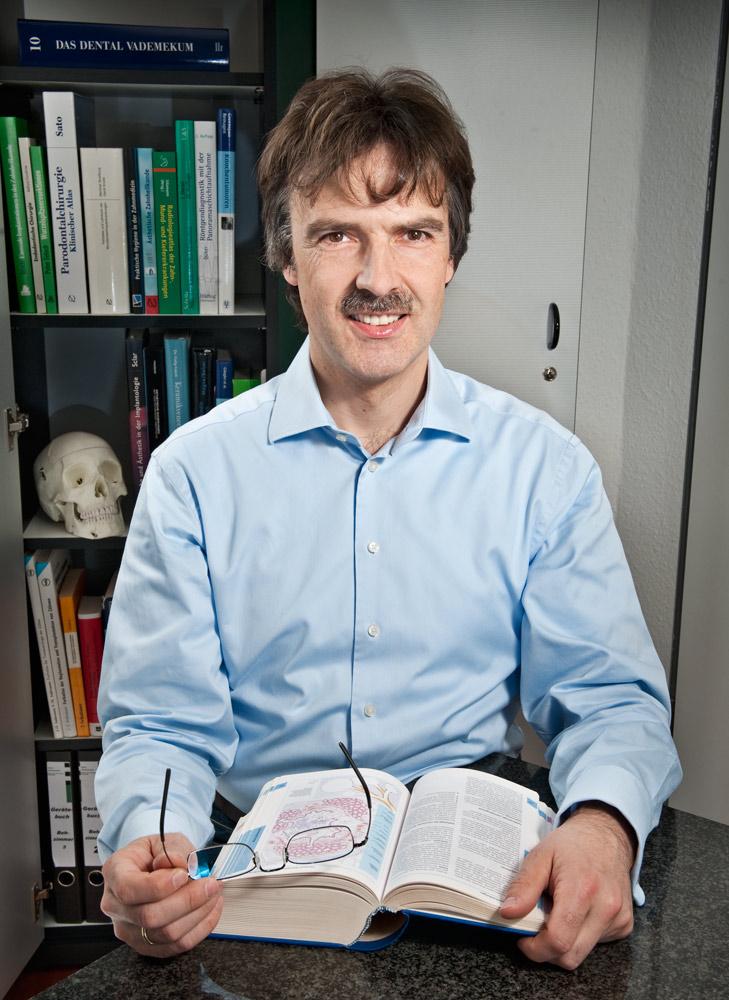 Zahnarzt und Oralchirurg Peter Guntermann. Foto © Dietrich Hackenberg