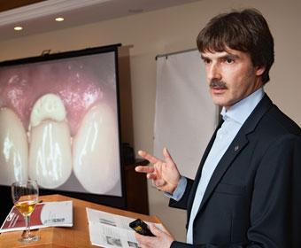 Vortrag Peter Guntermann «Der Implantatprothetiker in Zusammenarbeit mit dem Implantologen und Zahntechniker zum Wohle des Patienten». Foto © Dietrich Hackenberg