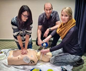Dozent Jens Jungmann leitet das Notfalltraining. Foto Kerstin Guntermann