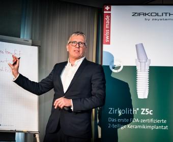 Referent Dr. Ralf Lüttmann. Foto Dietrich Hackenberg