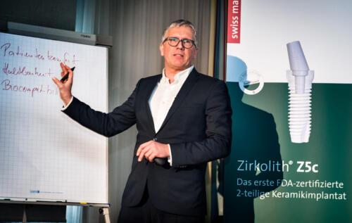 Fortbildung Zirkon Implantate. Referent Dr. Ralf Lüttmann. Foto Dietrich Hackenberg